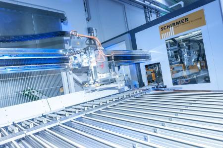 Das neue Bearbeitungszentrum von Aumüller Aumatic produziert mit kurzen Rüstzeiten und flexibler Produktionsreihenfolge pro Jahr bis zu 150.000 Aluminiumgehäuse für Fensterantriebe.