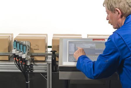 Der Compactline 3.0 codiert saugfähige und semisaugfähige Materialien direkt und berührungslos.