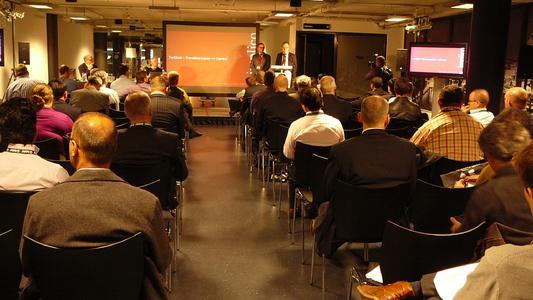 Steffen Schliesing, Senior Account Manager bei Implico, und Thomas Knutzen, Leiter IT bei TanQuid, bei ihrem Vortrag im Konferenzprogramm, © Implico