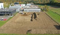 Three-Tec GmbH setzt mit dem Spatenstich für ein zweites Firmengebäude pünktlich zum 20-jährigen Firmenjubiläum auf Wachstum