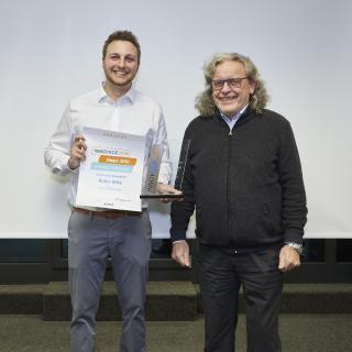Robin Hilke, Bachelor of Engineering. (B. Eng.), und der seine Arbeit betreuende Professor Dr.-Ing. Roger Frese von der Hochschule Düsseldorf, Studiengang Wirtschaftsingenieurwesen mit Schwerpunkt Maschinenbau, sind Preisträger des ACE-Studentenwettbewerbs INNOVACE 2019