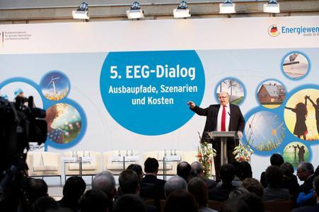 EEG im Dialog und in der Diskussion (Bildquelle: BMU)