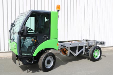 Baumüller has developed a compact drive system with a very high level of energy efficiency for a fully electric municipal vehicle. The vehicle is designed in series production for a speed of up to 80 km/h and has a range of 100 kilometers