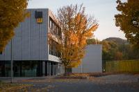 Der Neubau mit Streckmetallfassade und bodentiefen Fenstern. (Bilder: Markus Jokisch, www.asphaltmann.de)