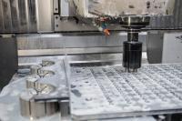 Das neue Greifsystem von AMF hat eine Schaftschnittstelle und wird wie ein Werkzeug eingewechselt. Anwender realisieren damit den vollautomatischen Werkstückwechsel während der Bearbeitung auf einer Werkzeugmaschine.