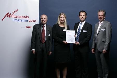 Stefanie Schäfer und Dr. Tomas Schnell (TAM AG) mit den Innovationsräten des Mittelstandsprogramms 2012 bei der feierlichen Preisverleihung am 03.05.2012