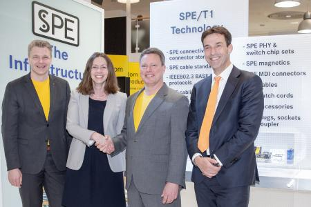 Looking forward to the partnership: Frank Welzel, Director Global Product Management, HARTING Electronics; Monika Kuklok, Director Communication & Power, TE Connectivity; Ralf Klein, Managing Director, HARTING Electronics; and Eric Leijtens, Global Product Manager of Industrial Communication, TE Connectivity (from left to right)