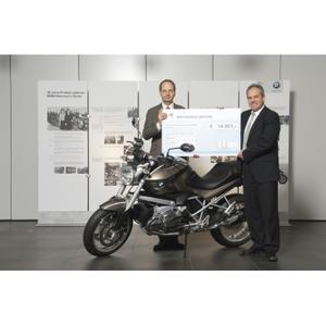 """Anniversary motorcycle BMW 1200 R """"40 Years of Berlin"""" auctioned as a fundraiser for the children's rights organisation Save the Children Deutschland e.V."""