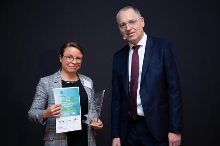 Preisträgerin Dr. Michaela Regneri von Otto und Dr. Hans-Joachim-Popp Vorsitzender des VOICE-Präsidiums