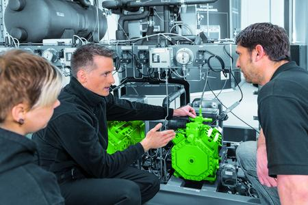 During the training courses, the BITZER experts don't just teach theoretical knowledge, they also clearly demonstrate to the participants the options for using CO2 systems for transcritical and subcritical applications using systems in working order.