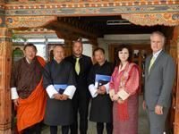 The letter of intent with the Queen Ashi Dorji Khendum (2nd from left) is signed. Dasho Paljor (Benji) J. Dorji, Dasho Sonam Tshering (Secretary of the Ministry of Economic Affairs), Mr. Satchi (Department of Renewable Energy), Christoph Sonnen (CEO RERi Franchise), the Queen Ashi Khendum Dorji and Benno Raeber (RERi Manager South America) (fom left) look forward to a positive cooperation.