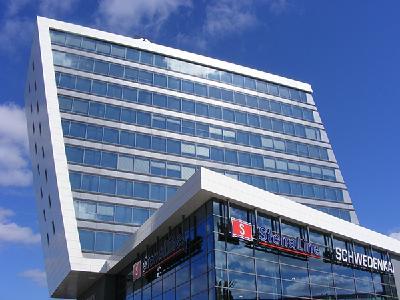 Der moderne Schwedenkai, der erst 2010 fertig gestellt wurde und 3.000 Reisende auf einer Fläche von 64.000 qm aufnehmen kann.