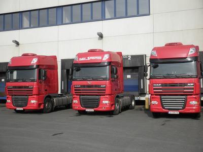 Auch diese drei Trucks der Cleff-Flotte fahren nun mit dem LOSTnFOUND ALTUS. Bild: Spedition Cleff