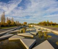 Zahlreiche Wassergärten laden zum Verweilen ein. Bild: © Lea Rochus
