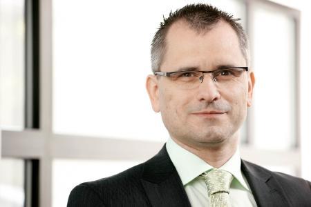 """SEDOTEC-Geschäftsführer Frank Guckau: """"Unser Lager ist zwar Gift für den Controller aber Gold für unsere Kunden.""""  © SEDOTEC"""