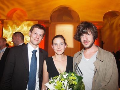 Die glücklichen Gewinner des Innovationspreises textil+mode 2009 v. l. : Gregor Hohn, Elisabeth Holzer und Michael Sontag