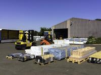 Dank des B2B/B2C-Mitnahme-Stapler-Netzwerks können Mitglieder der Logistikkooperation LogCoop jetzt auch sperrige Stückgüter deutschlandweit direkt an den Verwendungsort liefern. (Foto: Spedition Wolfgang Matthießen)