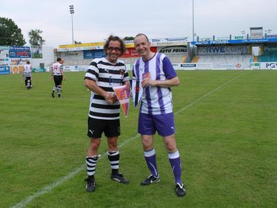 Jens Bormann (l.) und Arnulf Piepenbrock führten ihre Teams als Kapitäne aufs Feld.