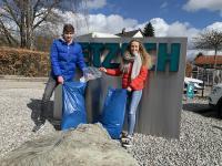 Flaschen, Dosen, Mundschutzmasken und Plastik aller Art wanderten in die Müllsäcke, worin der Unrat gesammelt entsorgt werden konnte