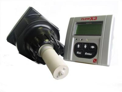 Für die genaue Messung von verschmutzten und abrasiven Flüssigkeiten hat Akatherm FIP eine Reihe von elektromagnetischer Durchfluss-Sensoren im FlowX3 Lieferprogramm