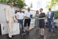 Bei der Preisvergabe des Innovationspreises an Stuck Belz (v. l.): Dr. Hubertus Hille, Marcel Schulte (Stuck Belz), Michael Christmann, Kirsten Jahn, Katja Dörner, Thomas Radermacher