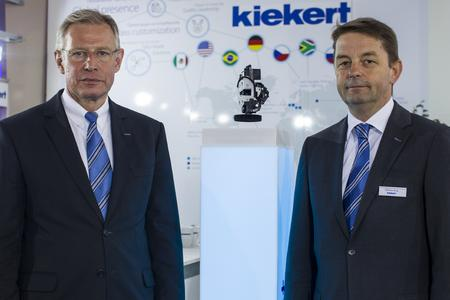(v.l.): Dr. Karl Krause, Kiekert CEO, und Matthias Berg, Executive Vice President Sales, auf der Messe InterAuto in Russland (28. – 31.08.2014)