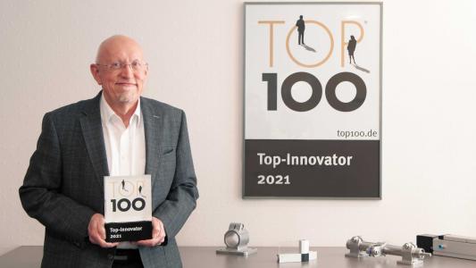 Große Freude bei RK Rose+Krieger Geschäftsführer Hartmut Hoffmann: zum zehnten Mal in Folge erhielt RK Rose+Krieger die Top-100-Auszeichnung – in diesem Jahr für nachhaltige Innovations- und Verbesserungsprozesse