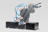Produktübersicht: Die Canunda-Lösung bietet sowohl eine kontinuierliche als auch eine gepulste Strahlformung mit hoher Leistung, um alle Arten von Laserbearbeitungsprozessen zu unterstützen (von links nach rechts: Split, Axicon, Pulse; im Hintergrund: HP)