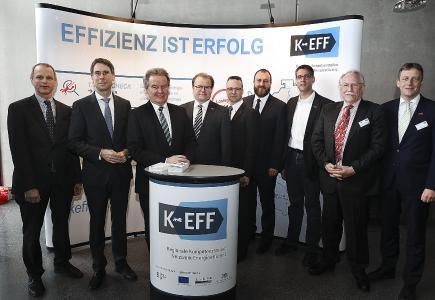 Startschuss für die KEFF Heilbronn-Franken auf dem Campus Künzelsau der HNN: (v. l. n. r.) Prof. Dr.-Ing. Ekkehart Laqua, Dr.-Ing. Hannes Spieth, Franz Untersteller MdL, Prof. Dr. Thomas Bezold, Markus Mettler, Christian Eifler, Thomas Ran-decker, Prof. Dr. Dr. h. c. Harald Unkelbach, Ralf Schnörr. Bild: © KEFF Heilbronn-Franken