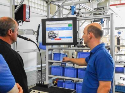 Thomas Wiegmann bei der Inbetriebnahme einer ELAM-Anlage vor Ort.