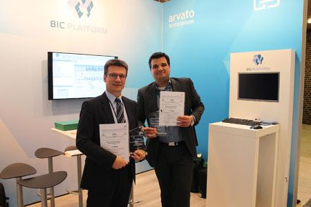 arvato Systems wins PSA 2016: Oliver Becker (left) and Daniel Heer (right) are happy about the award