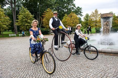Historische Räder zum Jugendstilfestival in Bad Nauheim