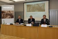 Caption(from right to the left): Jan Rinnert, Vice Chairman of the Board of Management; Dr. Frank Heinricht, Chairman of the Board of Management; Christoph Ringwald, Head of Business Media & Corporate Responsibility)