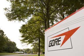 """Bernhard Kiehl, Leader Nachhaltigkeitsprogramm bei Gore Fabrics Division: """"Wir haben eine Unternehmenskultur geschaffen, die auf Eigenverantwortung und Spaß bei der Arbeit beruht. Dazu gesellt sich noch die Überzeugung, dass Menschen von sich aus arbeits- und erfolgsorientiert sind."""" © W. L. Gore & Associates, Inc."""
