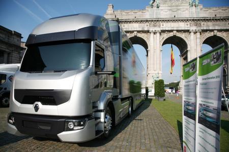 Beim zweiten European Transport Forum in Brüssel präsentierte Renault Trucks das Konzeptfahrzeug Optifuel Solutions Generation 2010