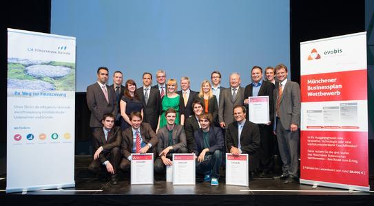 Die 4 Sieger aus Biotech und IT mit den Gratulanten