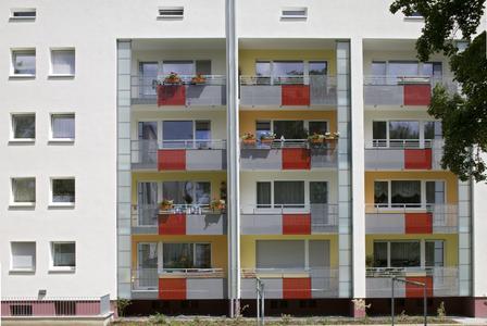 Auch die Neugestaltung der Balkone wurde in die Farbkonzept mit einbezogen