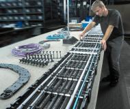 TSUBAKI KABELSCHLEPP fabrique ses chaînes porte-câbles suivant le principe modulaire : il en résulte une flexibilité maximale pour les différentes possibilités de création et d'utilisation