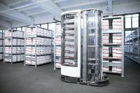 The mobile robot TORU during the demonstration at the warehouse from Berkemann. The robot picks stows and transports shoe boxes completely autonomous in warehouses. (Picture: Berkemann)