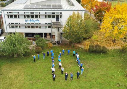 Das Team des Lüftungsherstellers bluMartin blickt auf 10 erfolgreiche Jahre zurück / Bildquelle: bluMartin GmbH
