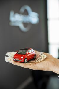 """Laut dem """"LeasePlan CarCost Index"""" wenden deutsche Autofahrer monatlich 468 Euro an Betriebskosten für ihre Mobilität auf. Besonders teuer sind in Deutschland Fahrzeuglistenpreise und Arbeitsleistungen rund um das Auto"""
