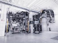Die zweite PUR RIM-Hochdruckbeschichtungsanlage für unterschiedliche Gieß- und Sprühanwendungen sowie den freien Verguss eröffnet bei der Weiterentwicklung der RIM-Technologie völlig neue Möglichkeiten.