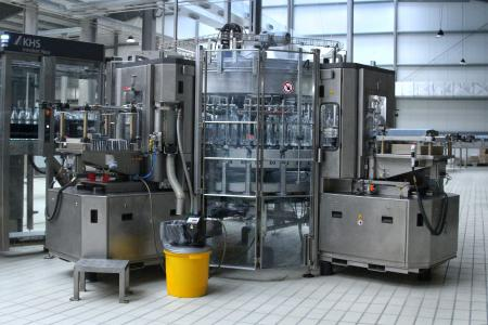Die KHS Innoket Neo ist eine kompakte und zuverlässige Etikettiermaschine