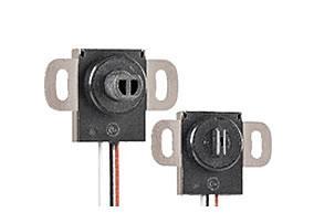 Ideal für eingeschränkte Platzverhältnisse: Der schmale, kontaktlose Winkelsensor CP-1HX