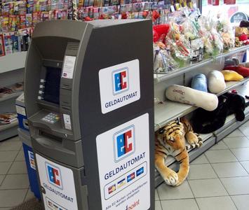 Cardpoint verfügt in Deutschland über ein breites Netz von Geldautomaten an stark frequentierten Standorten wie Tankstellen, Supermärkten oder Bahnhöfen 3