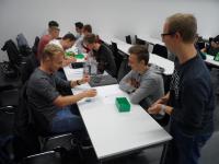 Nachhaltig interessiert: Studierende der Hochschule Aalen beim Planspiel, Bild: © Hochschule Aalen / Mohammad Shbeilat