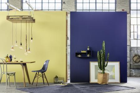 Farbwelt 3: Blickfang Cognac, Blau und Gelb, Foto: Caparol Farben Lacke Bautenschutz/blitzwerk.de