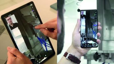 Über Augmented Reality greift der Servicetechniker virtuell in den Raum ein, den er und der Anlagenbediener gerade vor sich sehen. Mittels Pointer oder dem Einblenden von Symbolen gibt er dem Bediener so konkrete Handlungsanleitungen