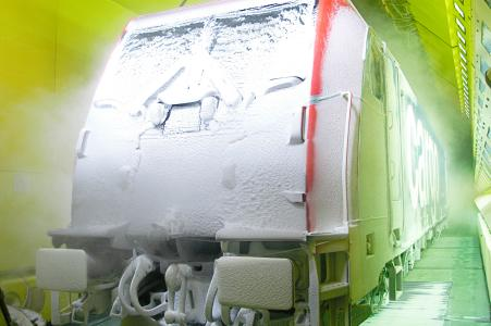(Please note: the image may only be used in the context of this press information and may only be slightly edited or changed; © Alamy Stock Foto): The refrigeration and air conditioning industry shows how diverse it is on this year's World Refrigeration Day with the theme 'Cooling Champions: Cool Careers for a Better World'. Pictured here: a snowed-in train being tested in an artificial climatic wind tunnel