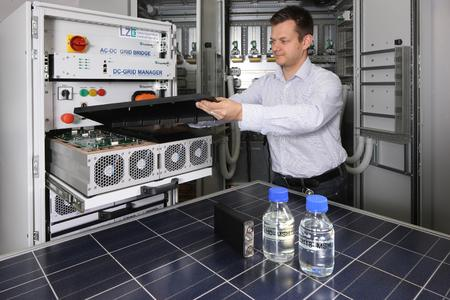 Within LZE, intelligent DC microgrids are integrated with lithium-ion systems for short-term storage of electrical energy, and with LOHC-based chemical systems for seasonal storage. (Photo: Kurt Fuchs / Fraunhofer)